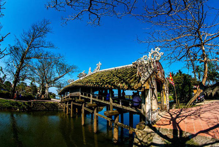 Check in tile bridge Thanh Toan Hue - The bridge is being renovated
