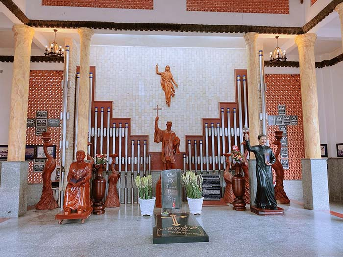 Pilgrimage to the church of Father Diep Bac Lieu - Father Diep is a person who has great merit in the development of the church