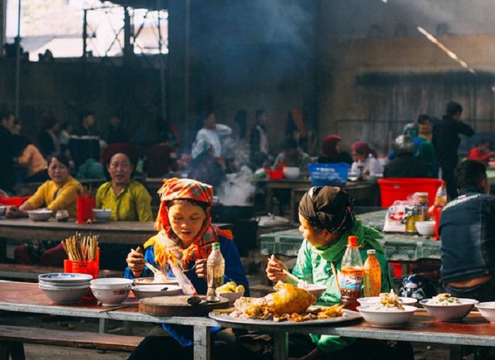 Chợ phiên Mèo Vạc là 1 một trong những chợ phiên Hà Giang quy mô lớn nhất