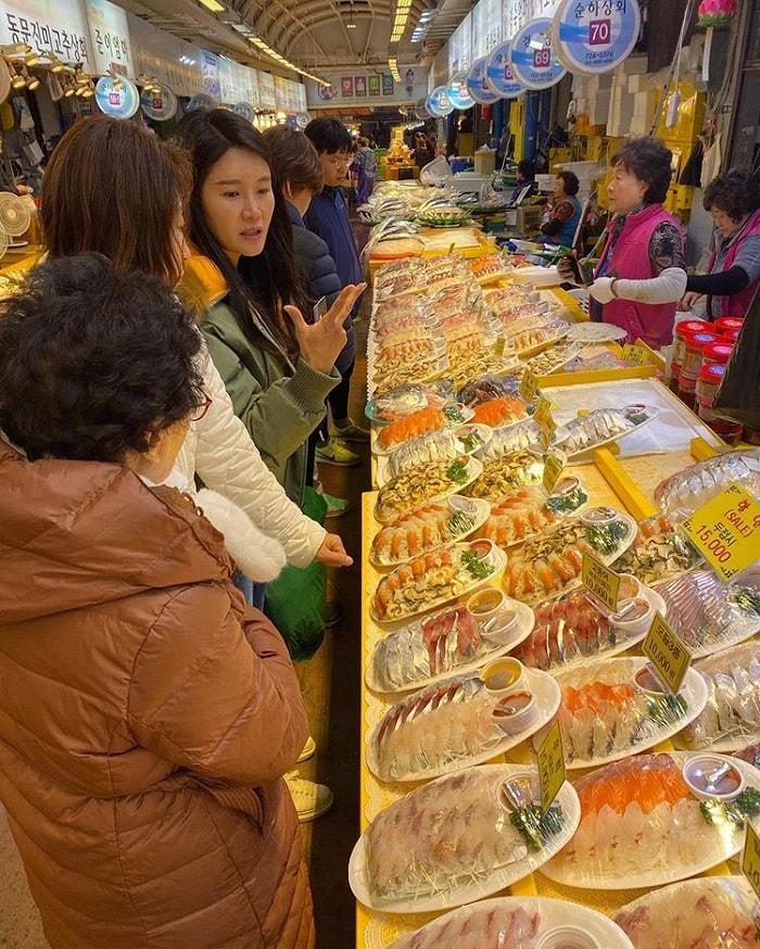 chợ truyền thống ở Jeju - mua đồ chế biến sẵn ở chợ Dongmun