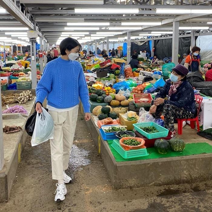 chợ truyền thống ở Jeju - khu bán hàng cho người già ở chợ Minsok
