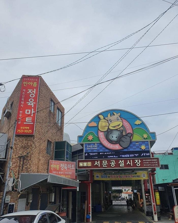 chợ truyền thống ở Jeju - mua các sản phẩm từ thịt ở chợ Seomun