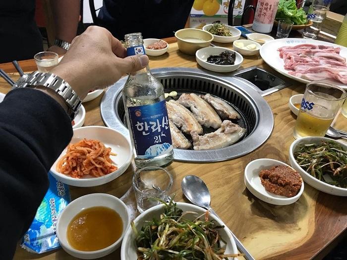 chợ truyền thống ở Jeju - ăn uống thỏa thích ở chợ Seomun