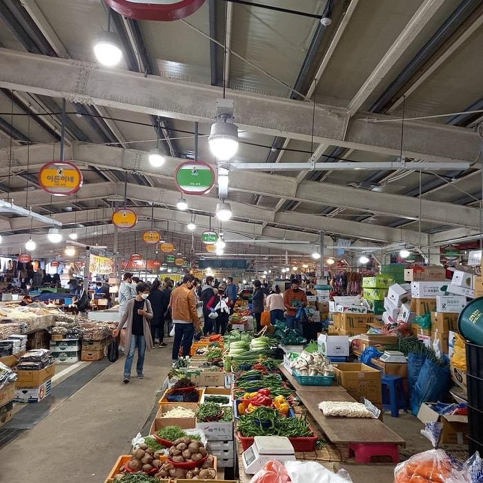 chợ truyền thống ở Jeju - chợ dân gian Sewha