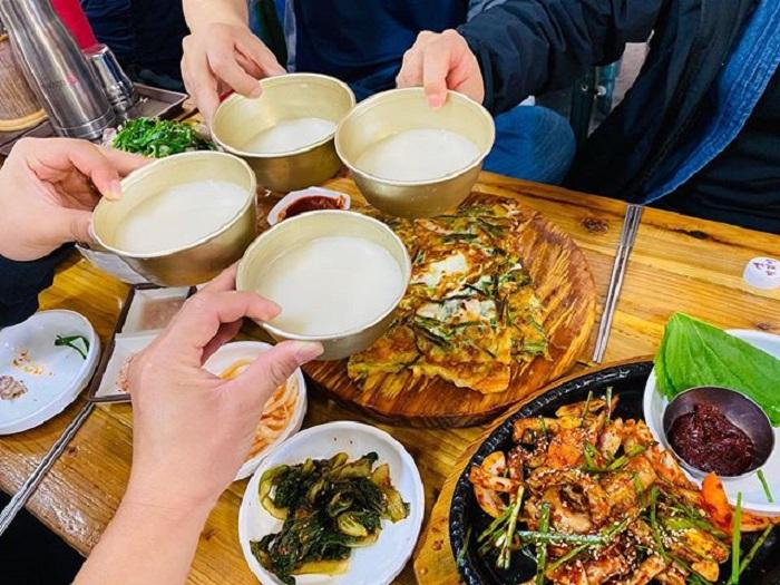 chợ truyền thống ở Jeju - thưởng thức món ăn địa phương ở chợ Minsok