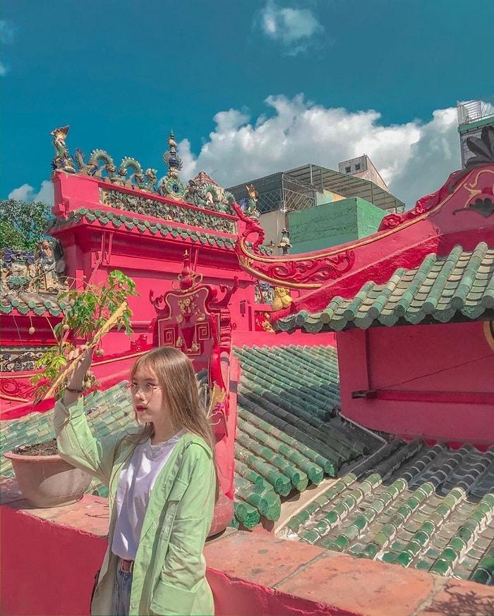 Jade Emperor Pagoda - a sacred pagoda no less than Mieu Noi Pagoda on the Saigon River