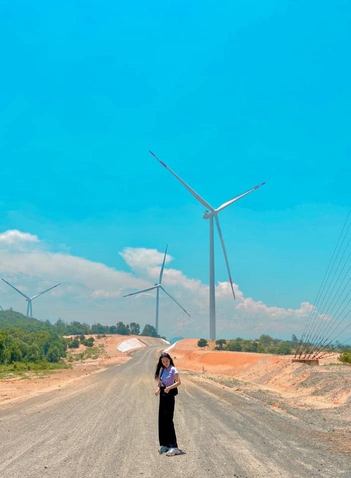 chụp ảnh - hoạt động hấp dẫn tại cánh đồng quạt gió ở Bình Thuận