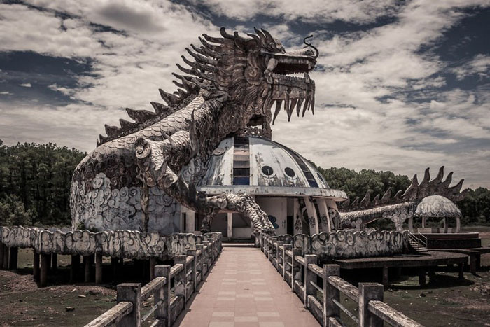 The ghostly beauty of the abandoned park in Hue - The park is about to be renovated