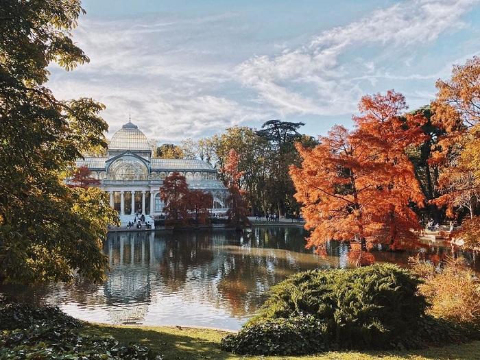 Cung điện pha lê trăm tuổi Palacio de Cristal vào mùa thu