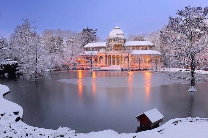 Cung điện pha lê trăm tuổi Palacio de Cristal vào mùa đông