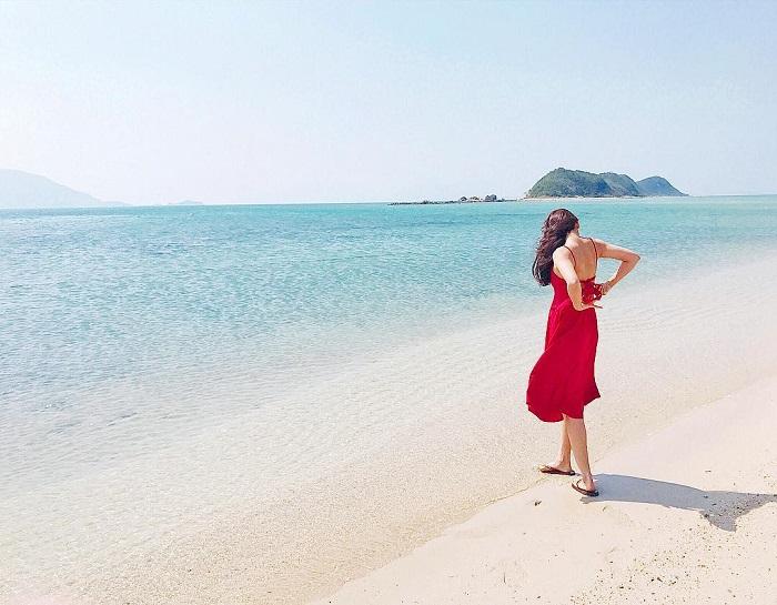 Impressive sea walking path of the island in Diep Son
