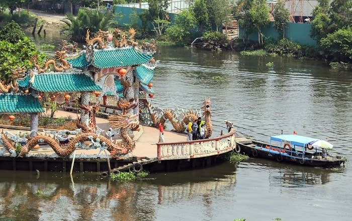 How to move to the Temple of the Floating Temple on the Saigon River?