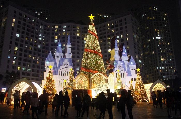 địa điểm chụp ảnh Giáng Sinh tại Hà Nội-royal-city