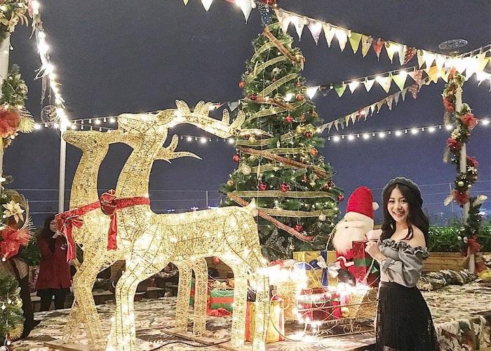 địa điểm chụp ảnh Giáng Sinh tại Hà Nội-Trill Rooftop