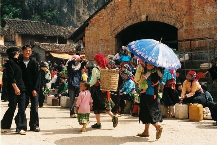 Chợ phiên Đồng Văn là 1 một trong những chợ phiên Hà Giang được yêu thích
