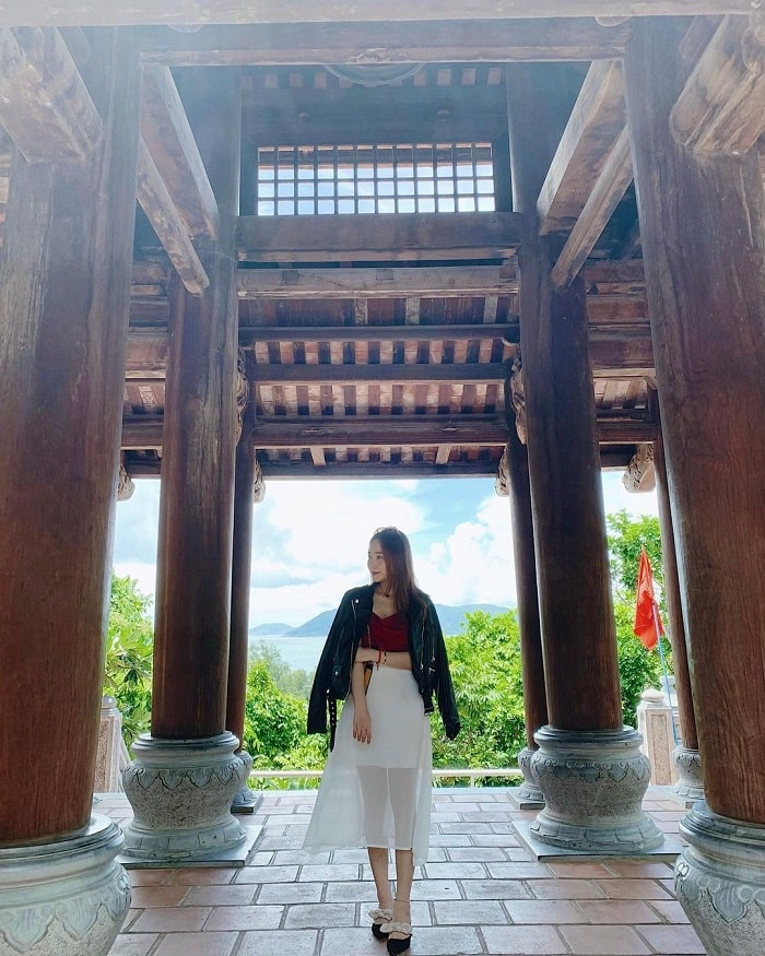 du lịch Côn Đảo từ Hà Nội - ngắm cảnh chùa Núi Một