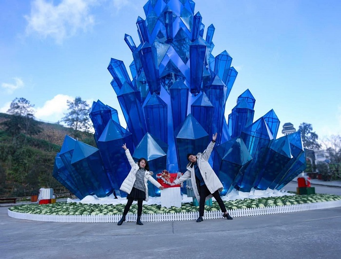 explore ice and snow tunnels and crystal pine trees - Experience when traveling to Sapa in December