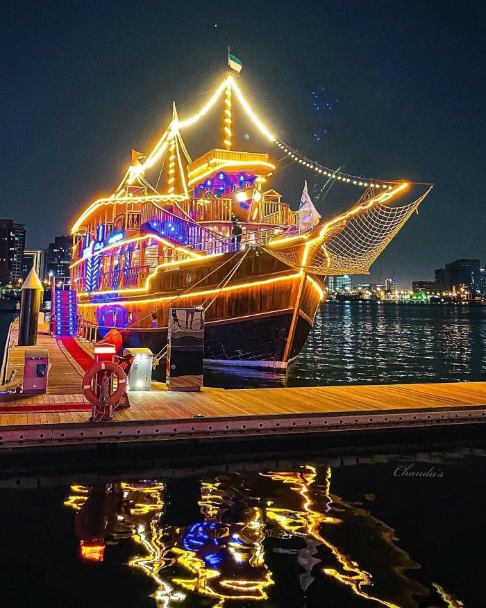 đi thuyền Dhow là trải nghiệm vô cùng ấn tượng