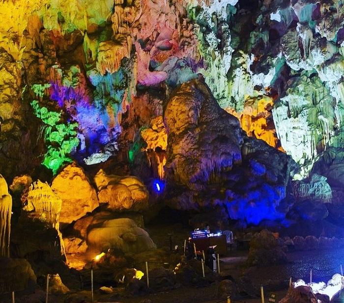 Kinh nghiệm đi hang Đầu Gỗ Hạ Long - tuyệt tác từ thiên nhiên