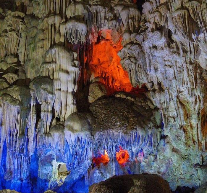 Kinh nghiệm đi hang Đầu Gỗ Hạ Long - chiêm ngưỡng kiến trúc độc đáo