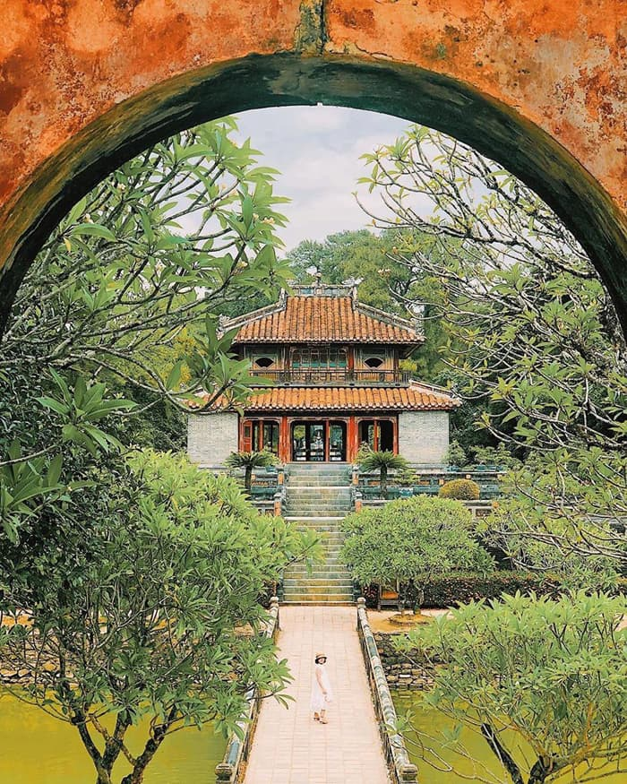 Architectural beauty of Hue Minh Mang mausoleum - harmonious combination between architecture and nature