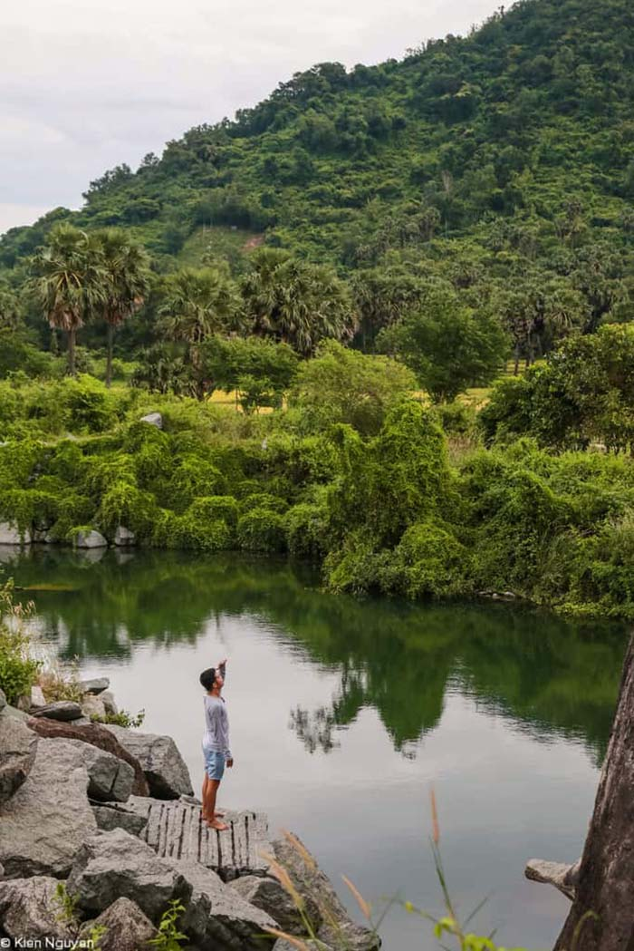 Travel Experience Tinh Bien An Giang - A small rocky lake located at the foot of Cam mountain