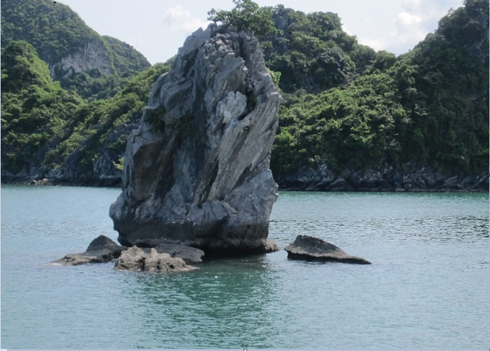 Visiting Con Coc island on Ha Long Bay - a masterpiece from nature