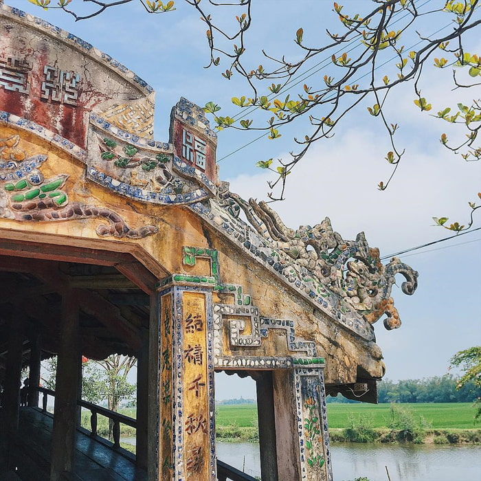 Check in tile bridge Thanh Toan Hue - Famous and attractive landmarks