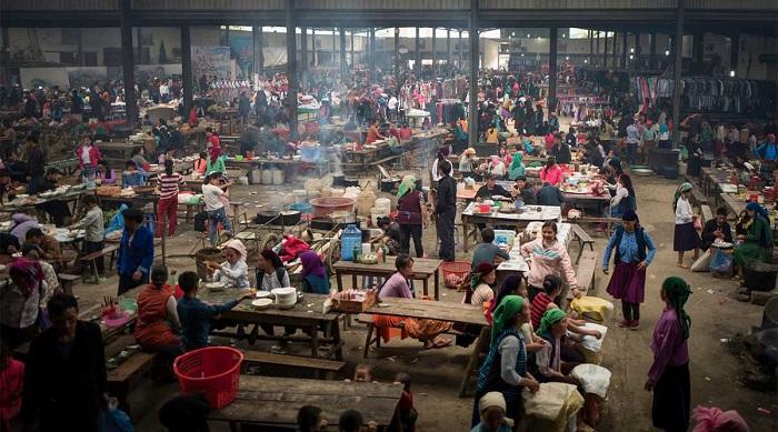 Chợ phiên Mèo Vạc - một trong những chợ phiên Hà Giang quy mô lớn nhất