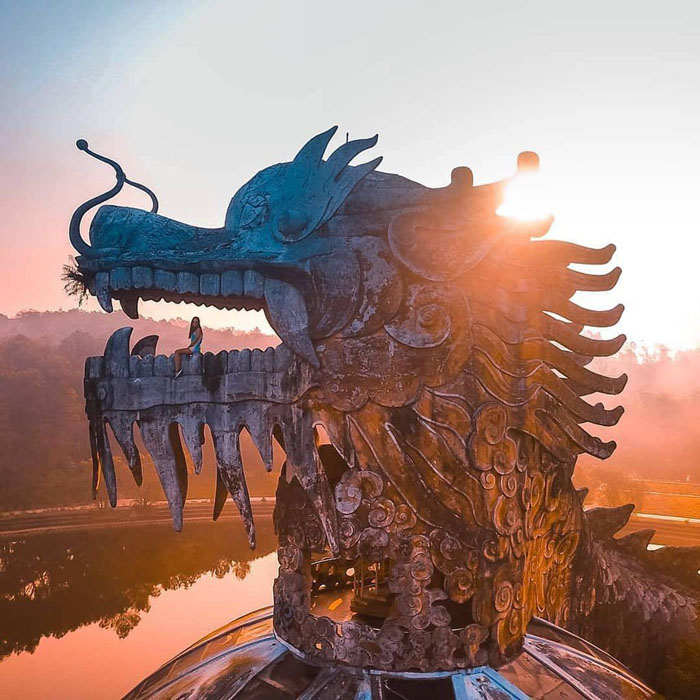 The ghostly beauty of the abandoned park in Hue - Horrifying scene
