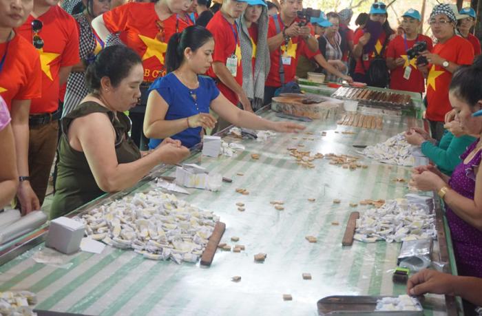 Kinh nghiệm du lịch Bến Tre - cơ sở sản xuất kẹo dừa truyền thống