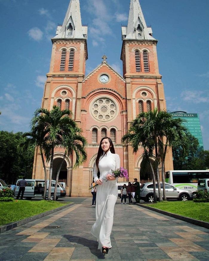 Kinh nghiệm du lịch Sài Gòn - tham quan nhà thờ Đức Bà