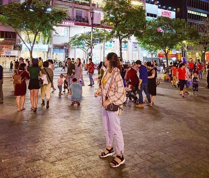 Kinh nghiệm du lịch Sài Gòn - tham quan phố đi bộ Nguyễn Huệ
