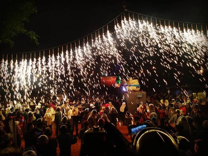 lễ bắn pháo hoa tổ ong - lễ hội Đài Loan kỳ lạ