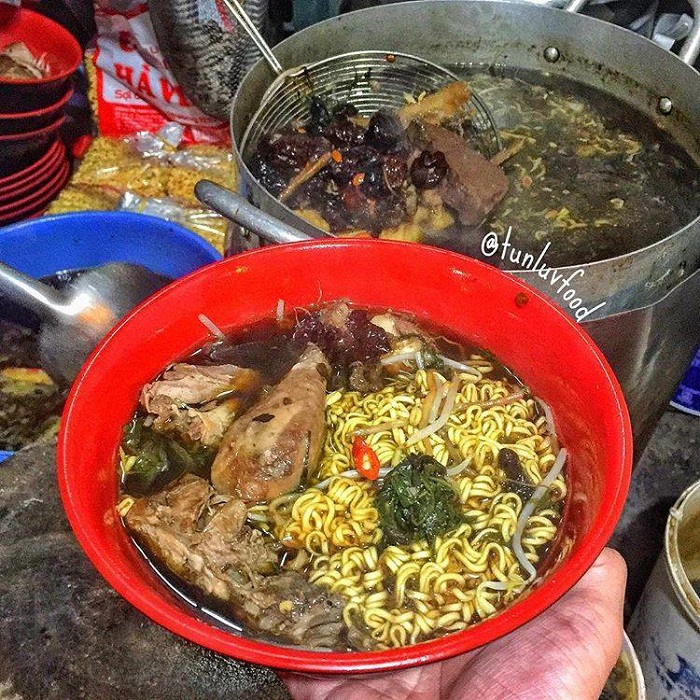 Collection of eateries in each district of Hanoi - Hang Bo chicken noodles