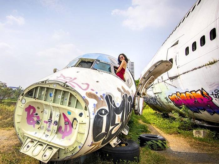 Virtual life - interesting activities at the plane cemetery in Bangkok