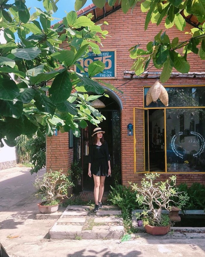 Nice cafe in Phu Yen - old 1975 cafe