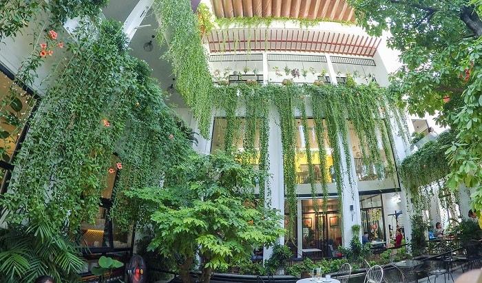 Nice cafe in Phu Yen - luxurious Green Street cafe