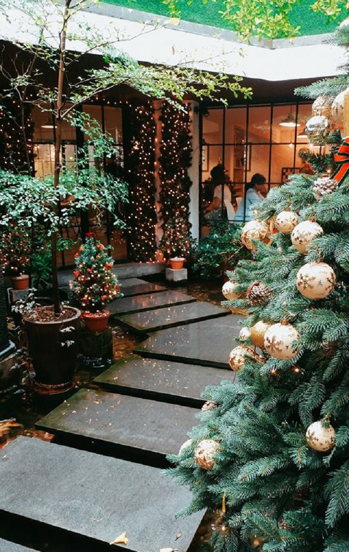 Christmas cafe decoration in Saigon-oromiacoffee12