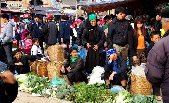 Chợ phiên Đồng Văn - một trong những chợ phiên Hà Giang được yêu thích
