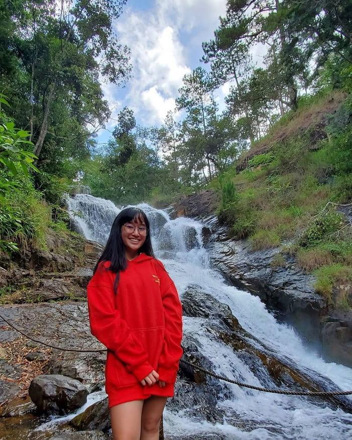 tham quan thác Datanla - đứng xa khu vực nguy hiểm