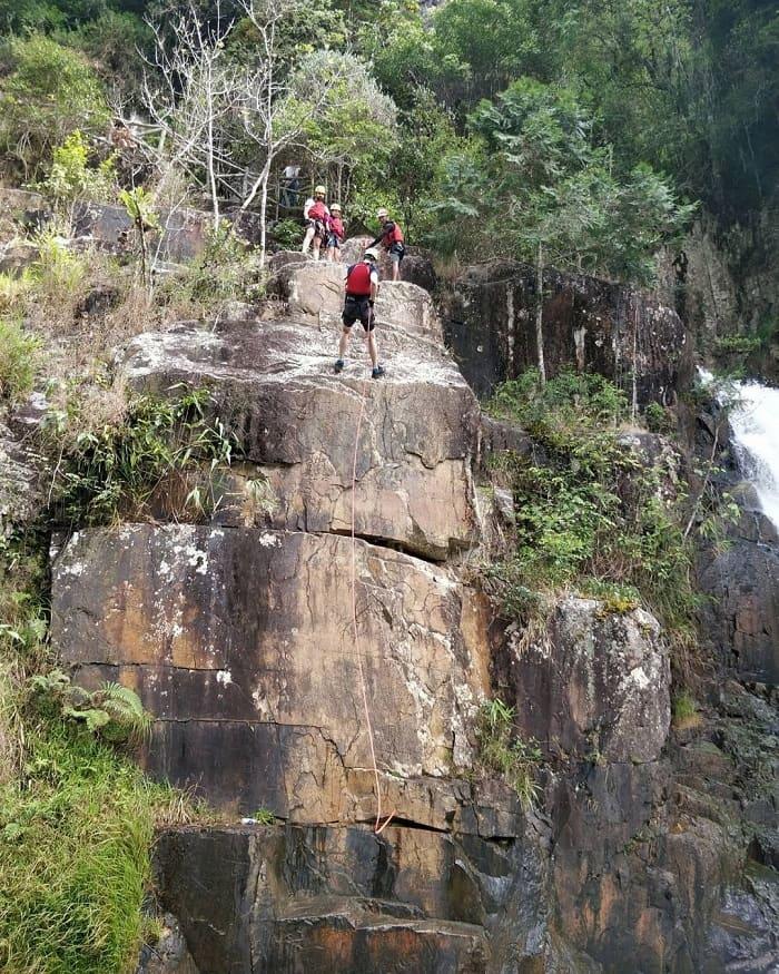 tham quan thác Datanla - đu dây leo thác khô