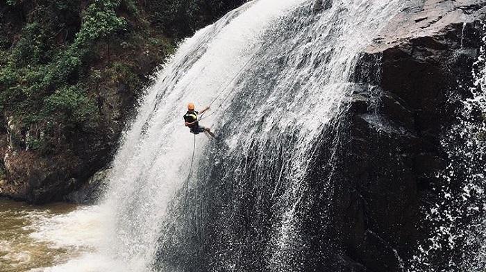 tham quan thác Datanla - đu dây leo thác nước