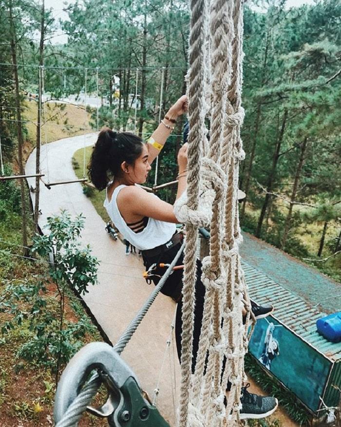 tham quan thác Datanla - trèo dây thử thách khéo léo