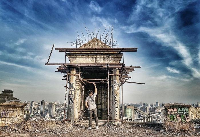 Unfinished works - unique feature of Sathorn Unique building