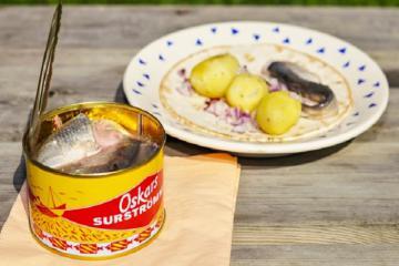Cá trích thối Thụy Điển - đặc sản 'bốc mùi' khiến thực khách phát nghiền