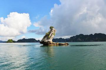 Chiêm ngưỡng tuyệt tác từ đá: Hòn Con Cóc trên vịnh Hạ Long