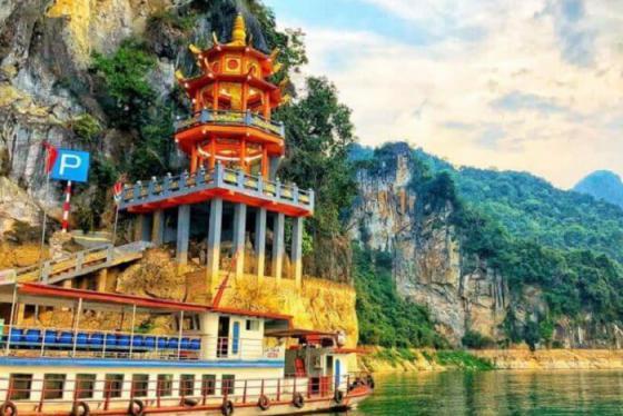 Vãn cảnh, cầu bình an ở đền Chúa Thác Bờ linh thiêng tại Hòa Bình