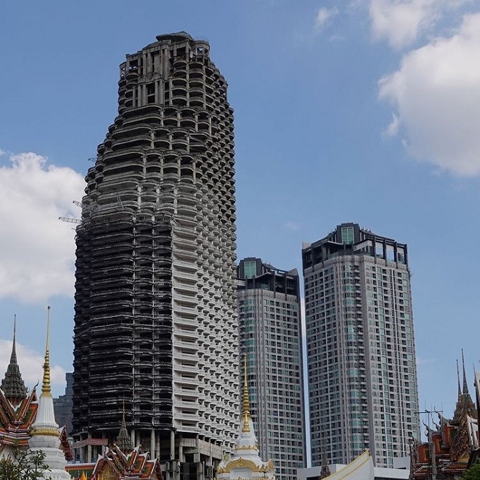 the view of the Sathorn Unique building