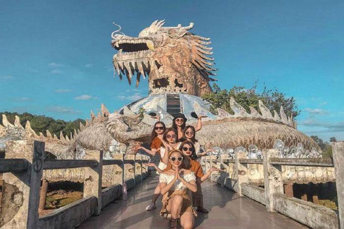 Vẻ đẹp ma mị của công viên bỏ hoang ở Huế - ma quái nhưng hấp dẫn